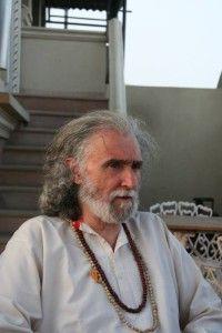ramiro-calle-postura-yoga-interior-mindalia